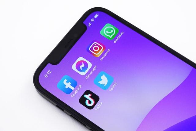 Фејсбук и менталното здравје: Дали социјалните медиуми ни штетат или помагаат?